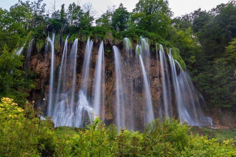 Cascata magnifica nel parco nazionale dei laghi Plitvice fotografie stock