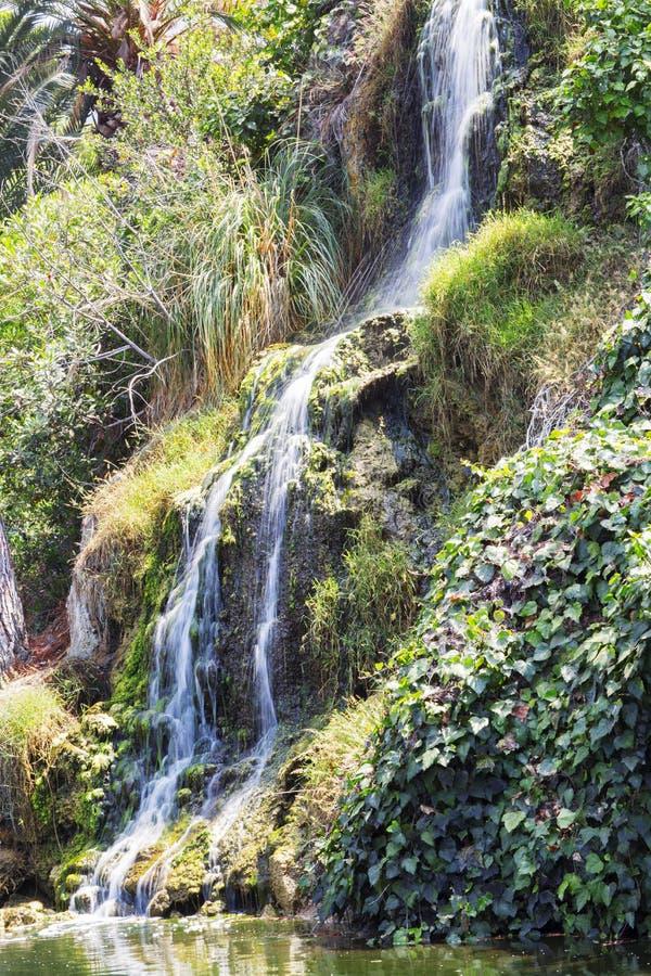 Cascata nel giardino di meditazione in Santa Monica, Stati Uniti fotografia stock