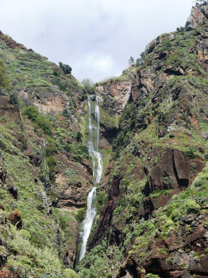 A cascata no penhasco vulcânico de Paul estraga em Madeira fotografia de stock royalty free