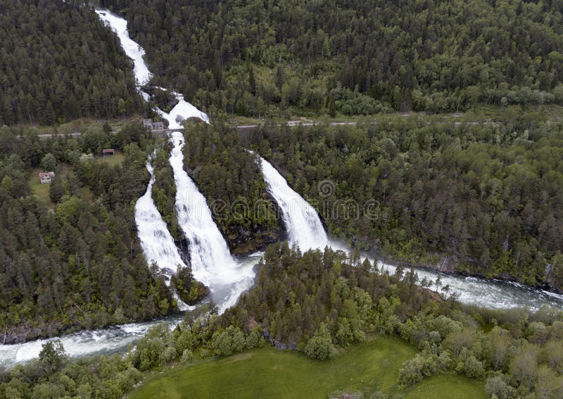 Cascata in Romsdalen immagini stock libere da diritti