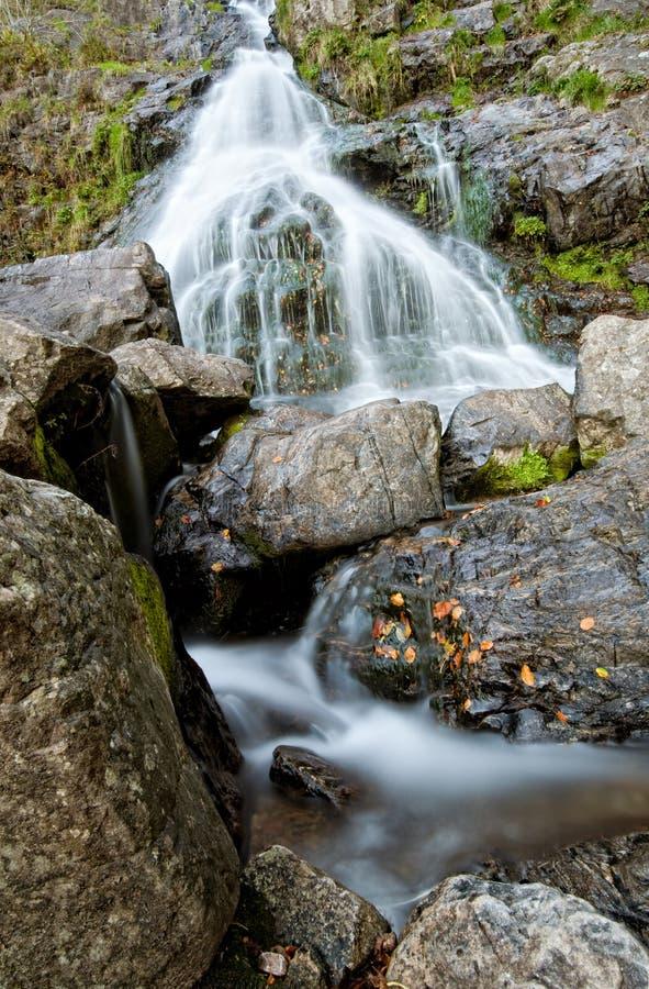 Cascata scenica pietrosa in Todtnau fotografia stock