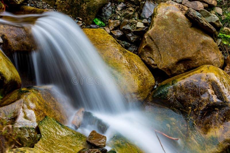 Cascata sul fiume fotografia stock