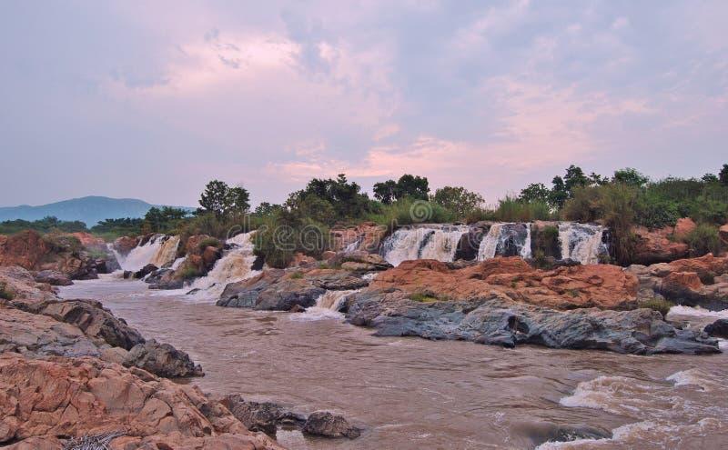 Cascata sul fiume vigoroso di Usuthu nello Swaziland fotografia stock libera da diritti