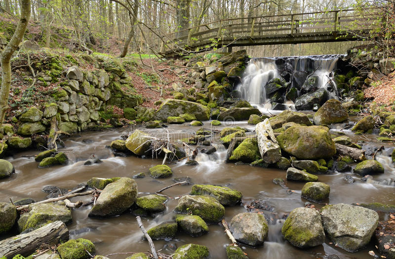 Cascate dell'acqua in Degeberga immagini stock