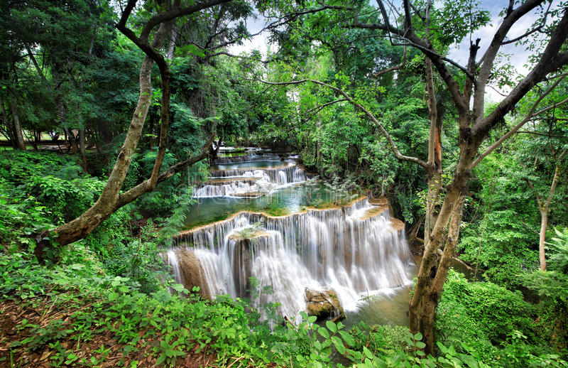 Download Cascate Dell'Asia, Huai Mae Khamin Fotografia Stock - Immagine di stupore, parco: 56887580
