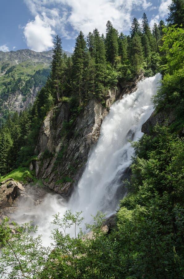 Cascate di Krimml nella foresta alpina, Austria fotografia stock