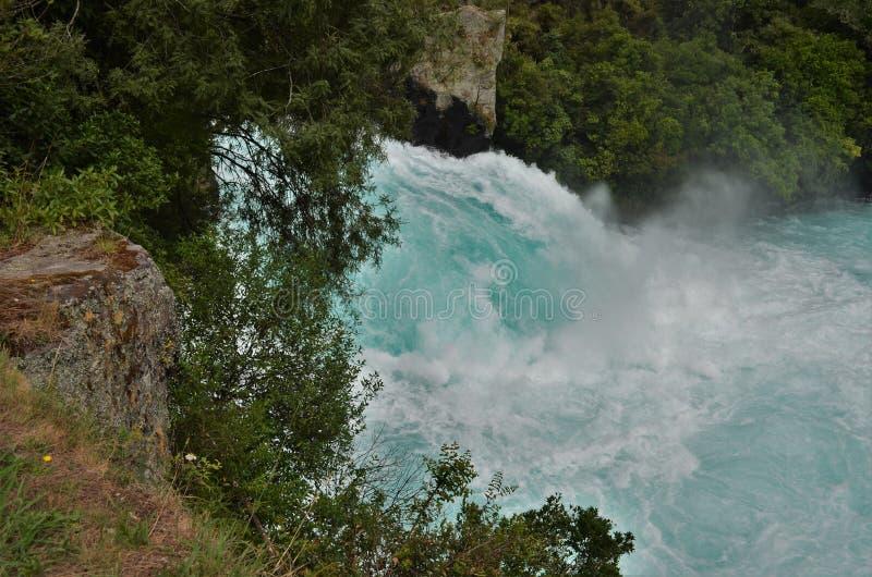 Cascate famose di Huka con acqua blu del ghiaccio fotografia stock