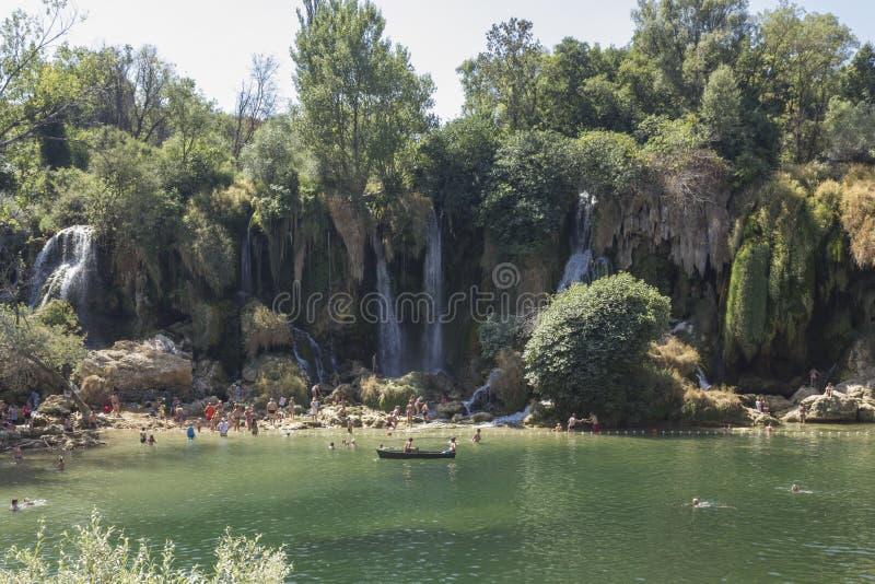 Cascate naturali di Kravice di approvazione di parco in Bosnia-Erzegovina immagini stock libere da diritti