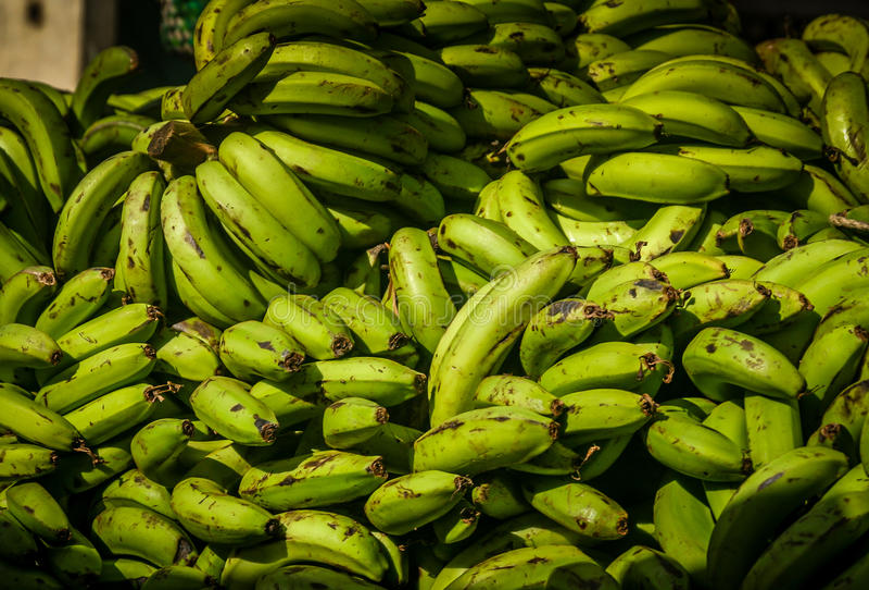 Caschi di banane da vendere fotografia stock