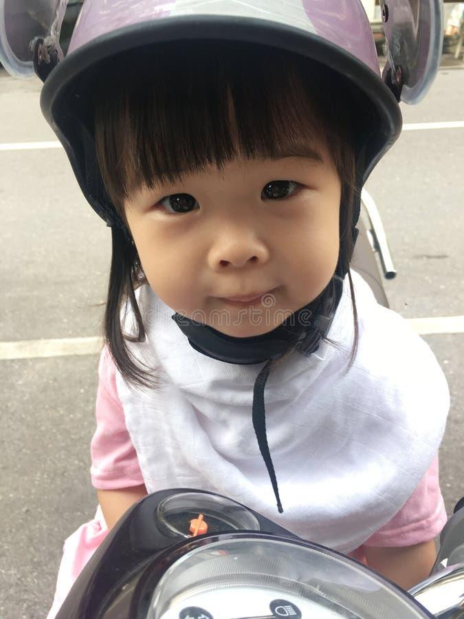 Casco de la bici de los niños fotografía de archivo