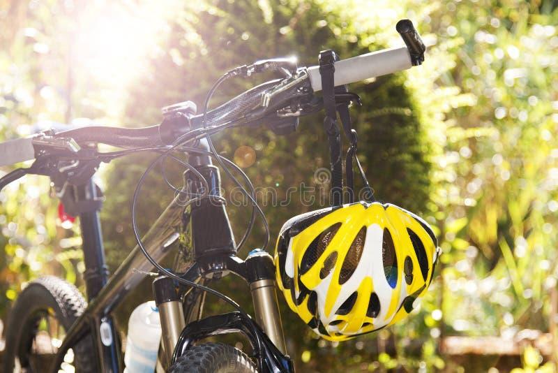 Casco de la bicicleta foto de archivo