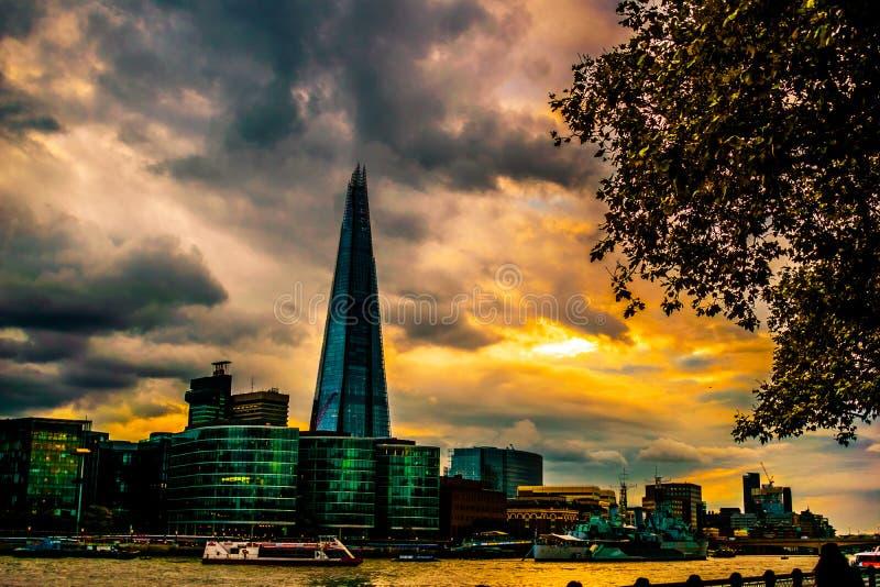 Casco de la puesta del sol, Londres imágenes de archivo libres de regalías