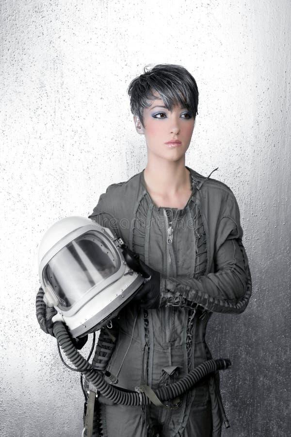 Casco de plata del astronauta de la nave espacial de la mujer de la manera fotos de archivo libres de regalías