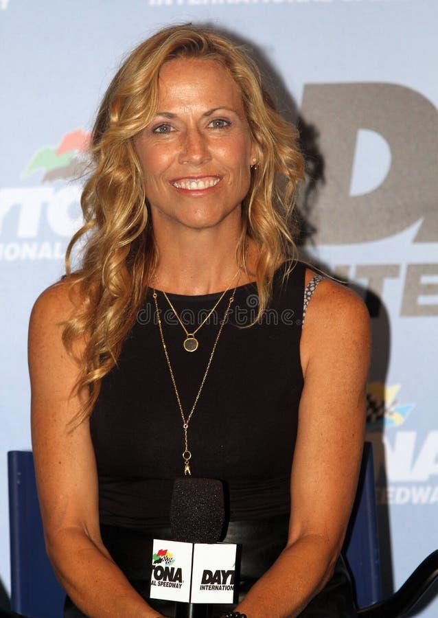 Casco de Sheryl Crow Attends NASCAR zero 400 imagens de stock royalty free