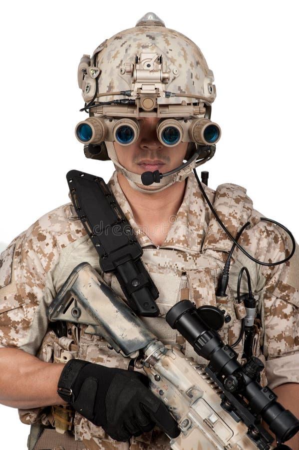 Casco lleno de la armadura del hombre del soldado en aislado foto de archivo libre de regalías
