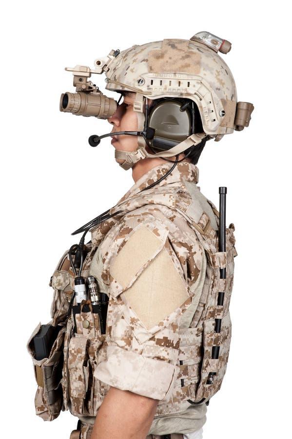 Casco lleno de la armadura del hombre del soldado en aislado imagen de archivo libre de regalías