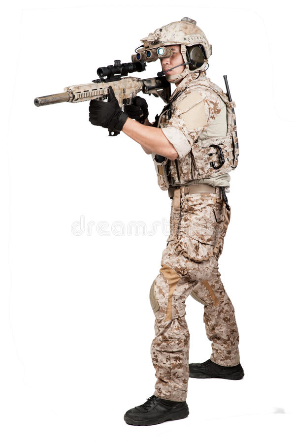 Casco lleno de la armadura del hombre del soldado en aislado fotografía de archivo libre de regalías
