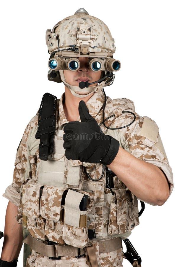 Casco lleno de la armadura del hombre del soldado en aislado fotos de archivo