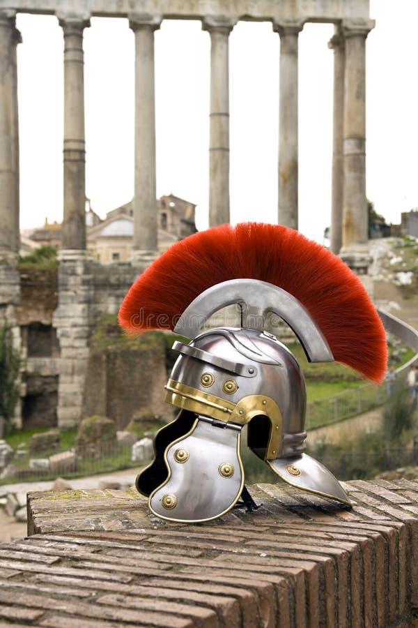 Casco romano del soldato davanti al Fori Imperiali, Roma, Italia fotografie stock