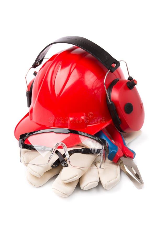 Casco rosso con i guanti di cuoio e lo strumento della cuffia fotografia stock libera da diritti