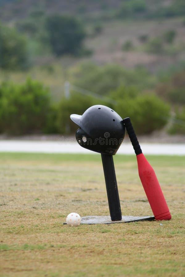 Casco y palo del béisbol foto de archivo libre de regalías