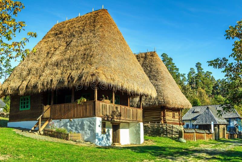 Case agricole tradizionali, museo del villaggio di Astra Ethnographic, Sibiu, Romania, Europa immagini stock libere da diritti