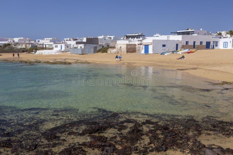 Case bianche all'isola di Graciosa della La Isole Canarie spain immagini stock