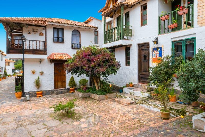 Case coloniali con il cortile ed il giardino tipici della provincia di Boyaca Colombia immagine stock