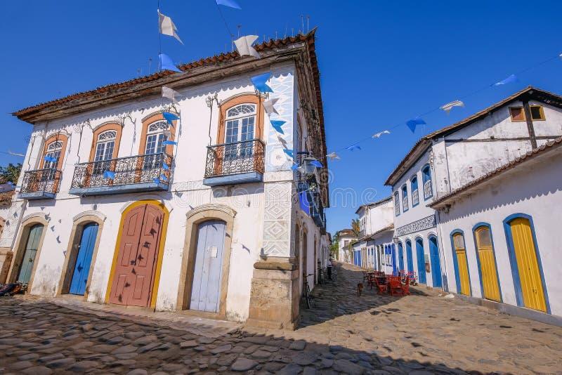 Case colorate di centro storico nella città coloniale di Paraty, Rio de Janeiro, Brasile immagine stock libera da diritti