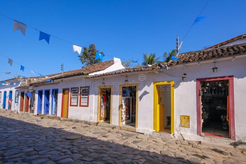 Case colorate di centro storico nella città coloniale di Paraty, Rio de Janeiro, Brasile fotografia stock libera da diritti