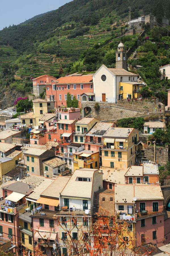 Case colourful del Vernazza immagini stock