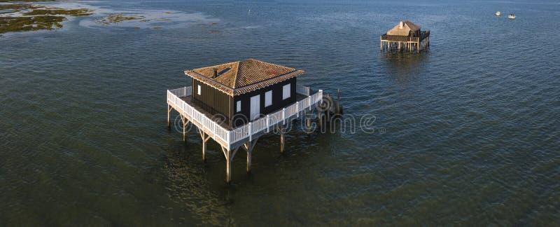 Case dei pescatori in Bassin Arcachon, Cabanes Tchanquees, vista aerea, Francia immagine stock libera da diritti