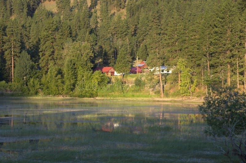 Case del lago countryside fotografia stock libera da diritti