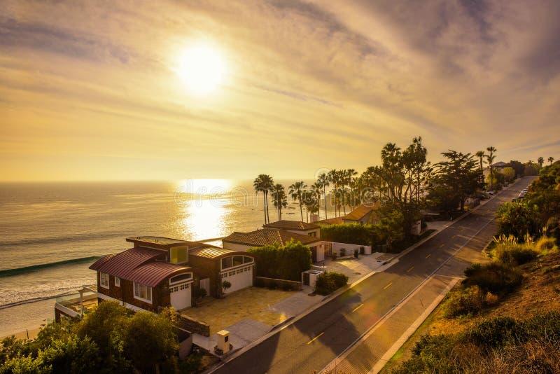 Case del Oceanfront della spiaggia di Malibu in California fotografia stock