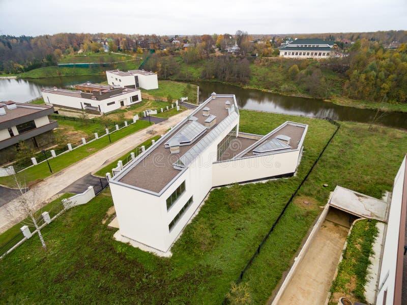 Case di campagna moderne in costruzione immagine for Costruzione di case a prezzi accessibili