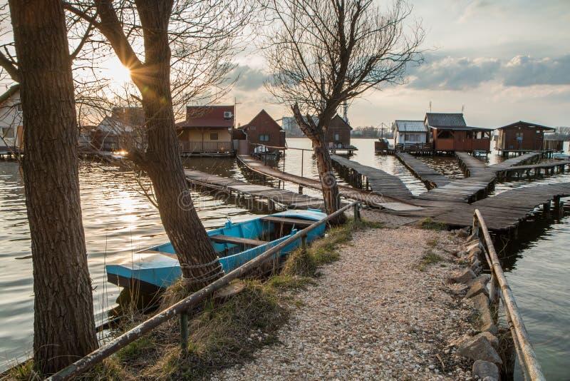 Case di galleggiamento sul lago Bokod immagine stock libera da diritti