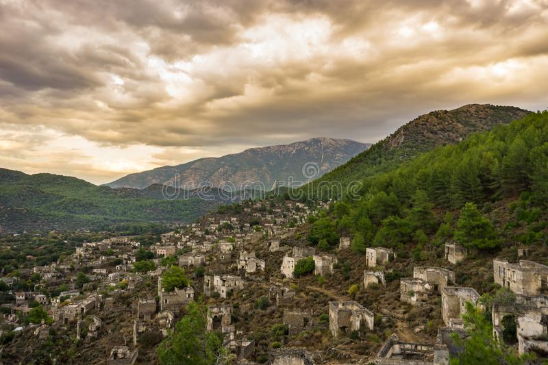 Case di Kayakoy nel villaggio historcial di Lycian di Kayakoy, Fethiye, Mugla, Turchia Città fantasma Kayaköy, antico conosciuto fotografie stock libere da diritti