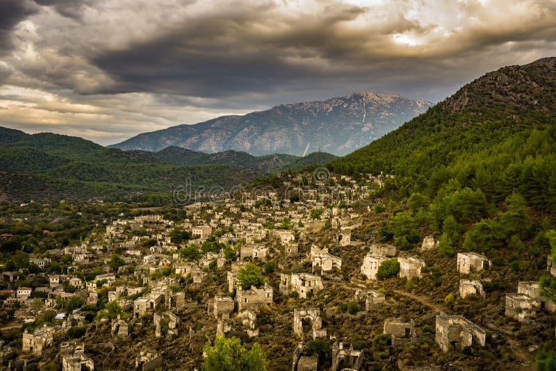 Case di Kayakoy nel villaggio historcial di Lycian di Kayakoy, Fethiye, Mugla, Turchia Città fantasma panoramica Kayaköy, antico fotografia stock libera da diritti