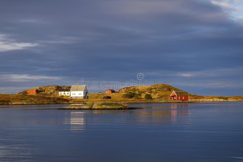 Case di legno dal litorale immagini stock