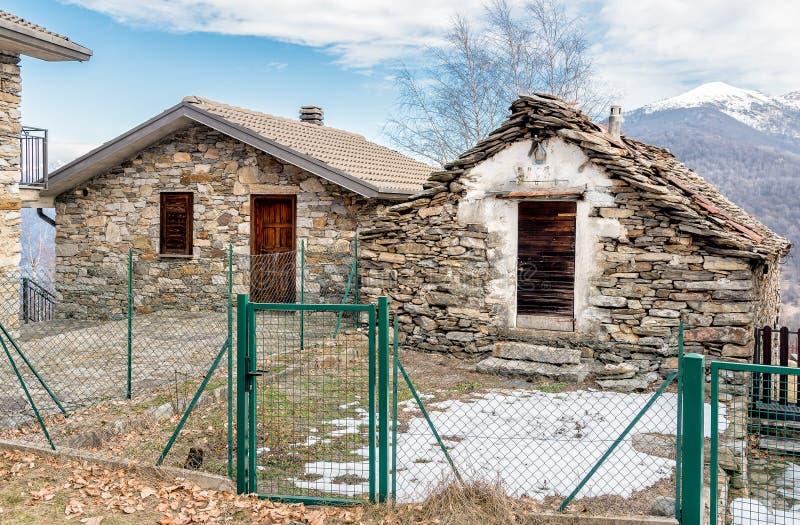 Case di pietra nel paesino di montagna immagine stock for Case di pietra davanti