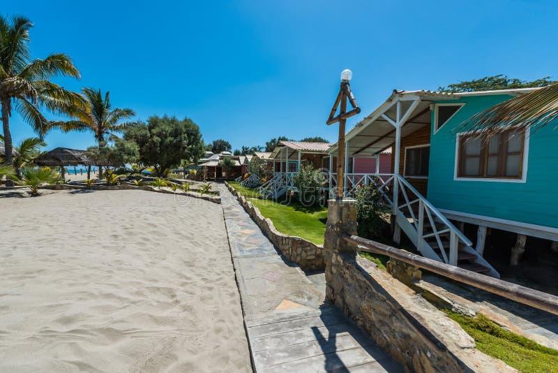 Case di spiaggia nella costa peruviana a Piura Perù fotografie stock libere da diritti