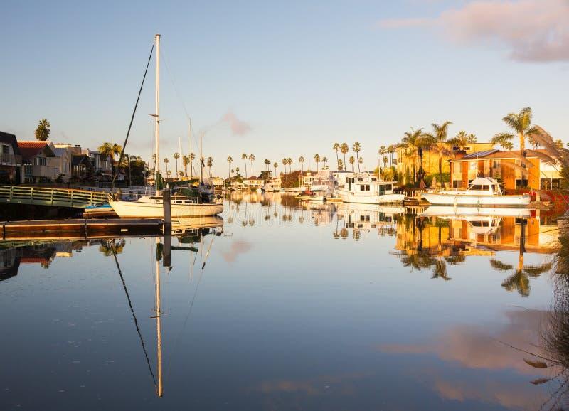 Case e barche costose ventura fotografie stock