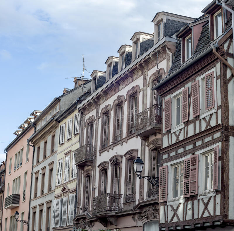 Case francesi tradizionali variopinte in venise minuta for Case padronali francesi