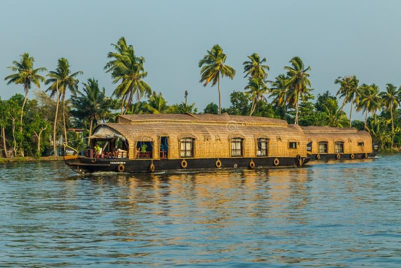 Case galleggianti negli stagni del Kerala dell'India del sud fotografie stock
