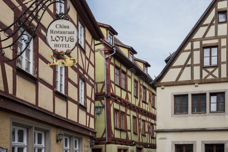 Case a graticcio variopinte storiche nel der medievale Tauber, uno del ob di Rothenburg della città di villaggi più bei in Europa immagini stock