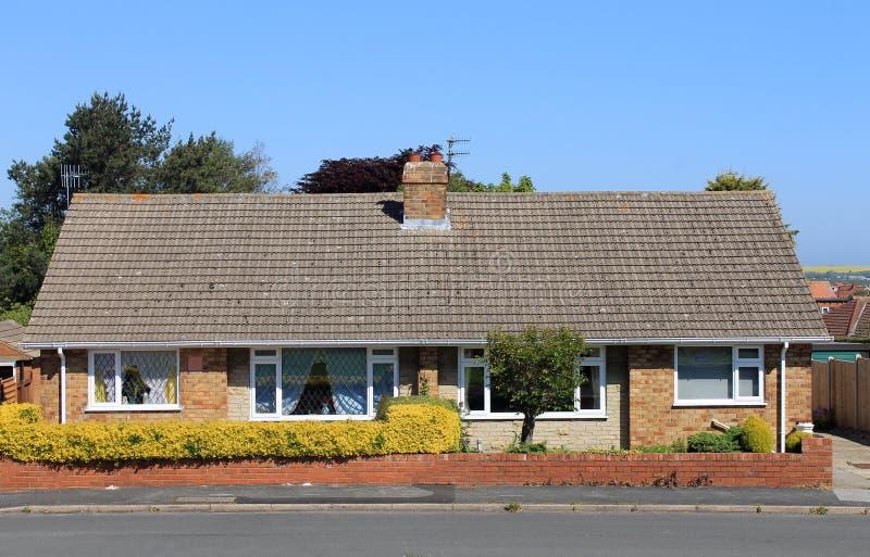 Case inglesi del bungalow fotografia stock immagine di for Case inglesi foto