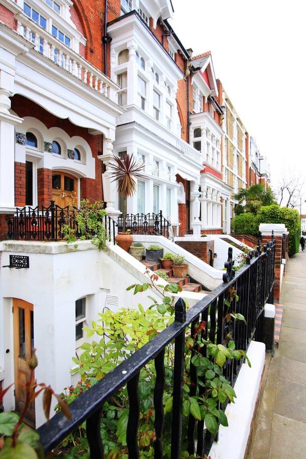 Case inglesi fila delle camere a terrazze inglesi tipiche for Case inglesi foto