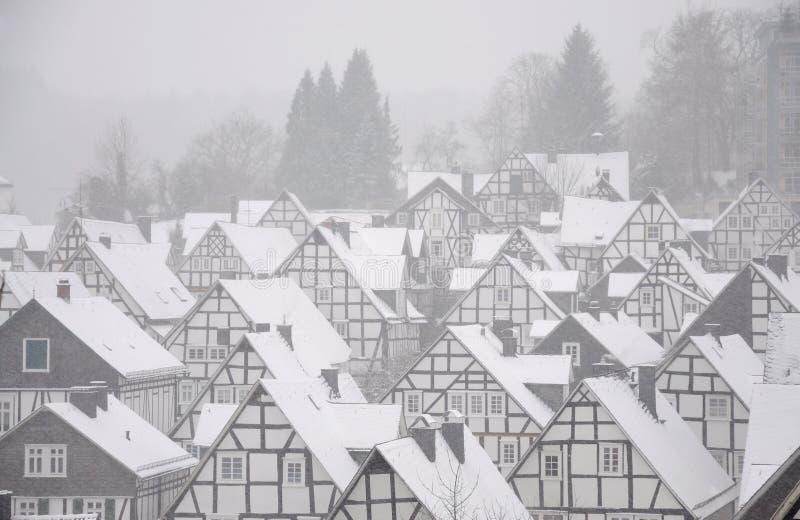 Case innevate in citt tedesca immagine stock immagine for Casa tradizionale tedesca