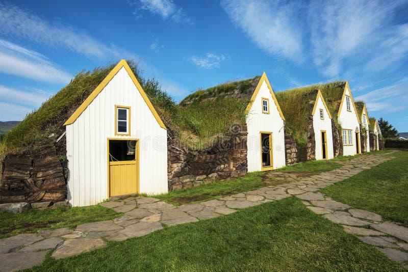 Case islandesi tradizionali del tappeto erboso nell'azienda agricola di Glaumbaer in Islanda del Nord fotografia stock