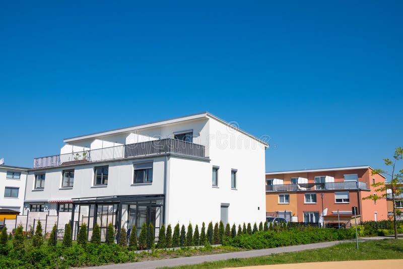 Case moderne della famiglia vedute a Berlino fotografie stock